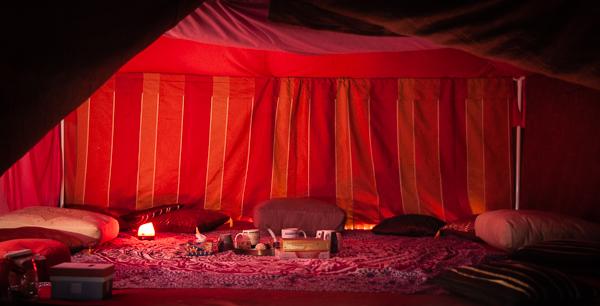 interieur tente rouge