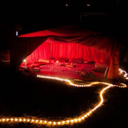 tente rouge nuit